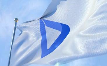 Gerçekçi Bayrak Logo