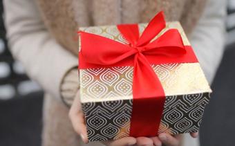 لن يترك أحد بدون هدية