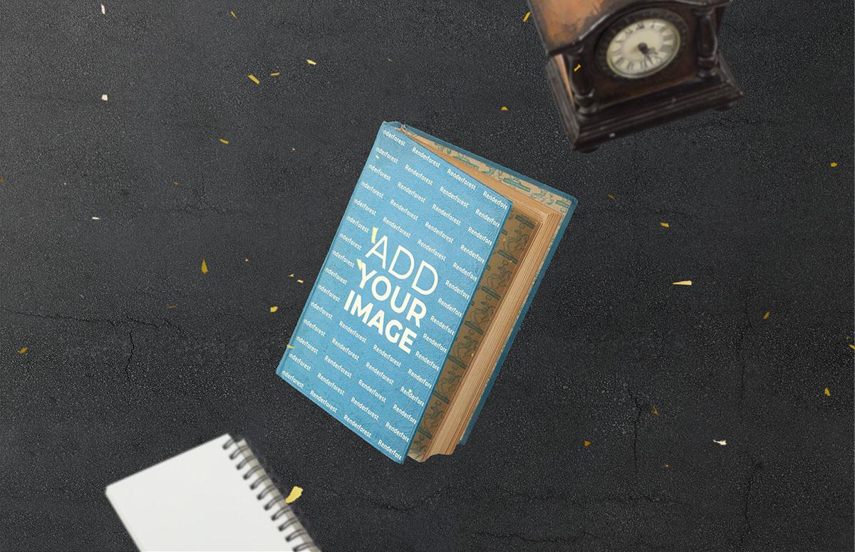 飛翔の古時計とハードカバーの古い本