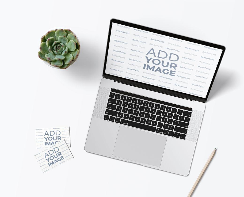 Espace de travail avec un ordinateur portable et des cartes de visite