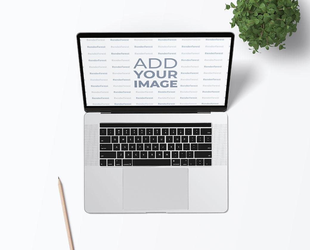Ordinateur portable avec un crayon et une plante