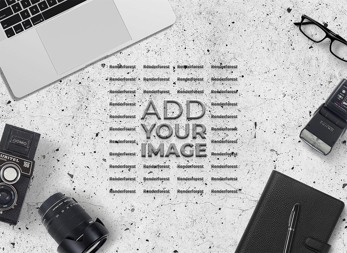 Logo-Halter auf dem Fotografen-Schreibtisch