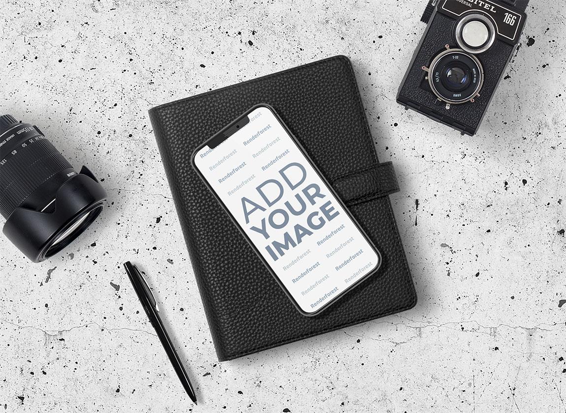iPhone, Kamera und Objektiv mit Notizblock