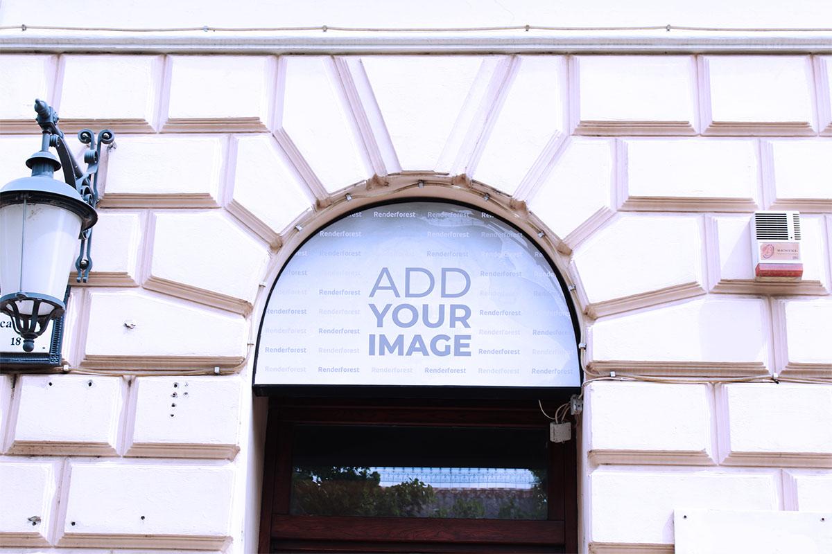 Schaufensterbeschilderung an der Fassade