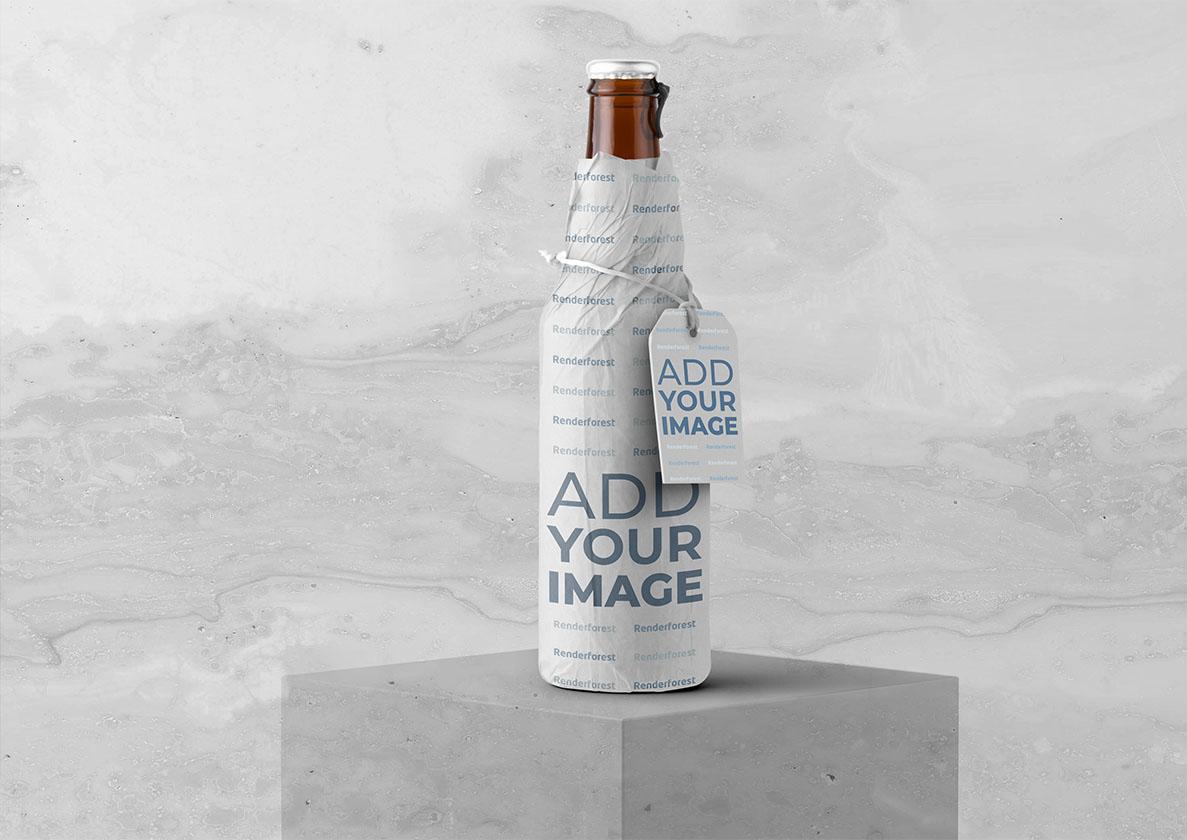 Design de Embalagem de Garrafa com Etiqueta Pendurada