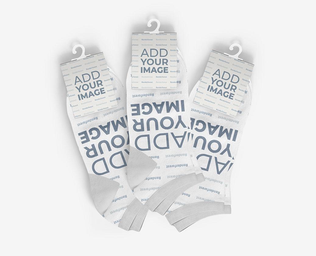 Tres Pares de Calcetines con Etiquetas Colgantes
