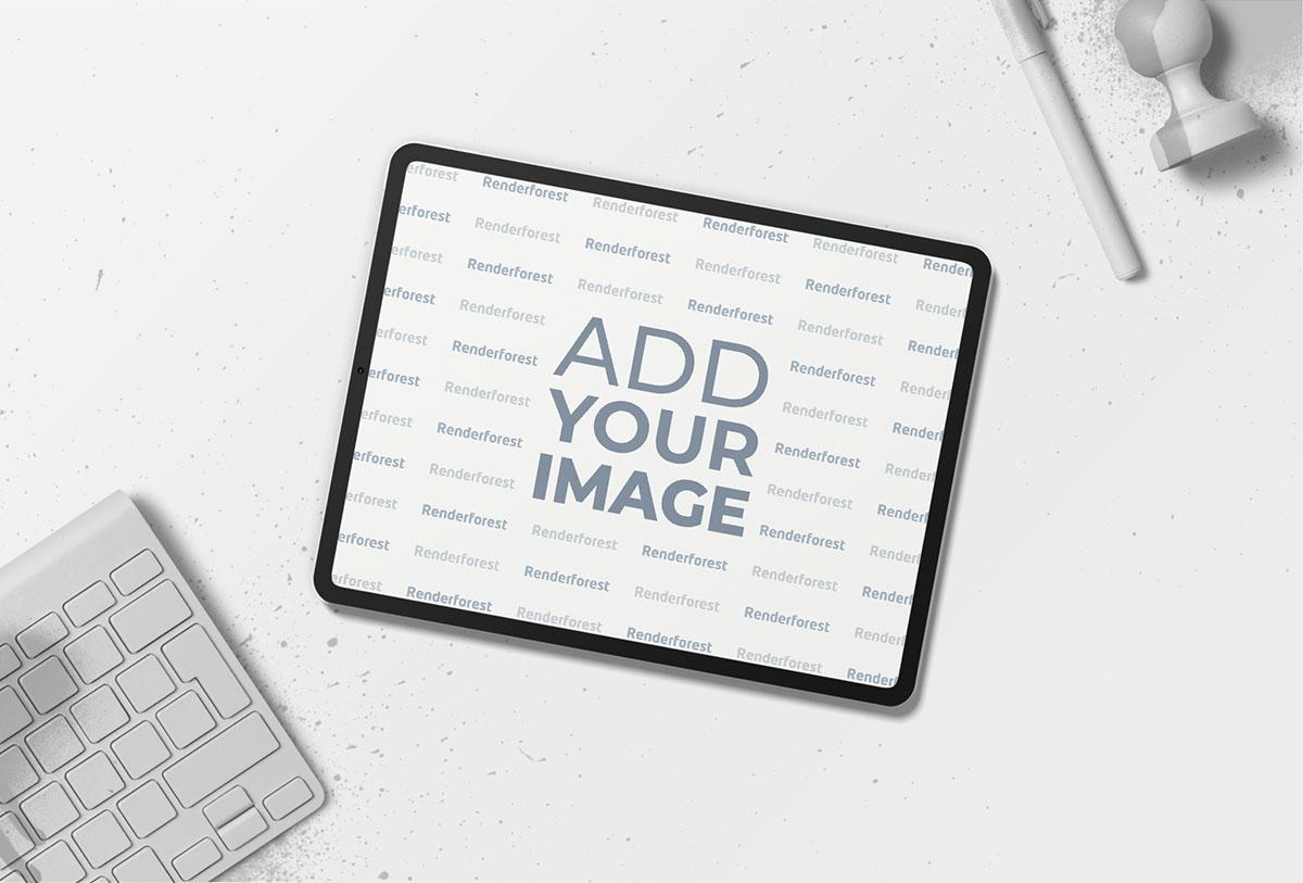 iPad Horizontal com Artigos de Papelaria