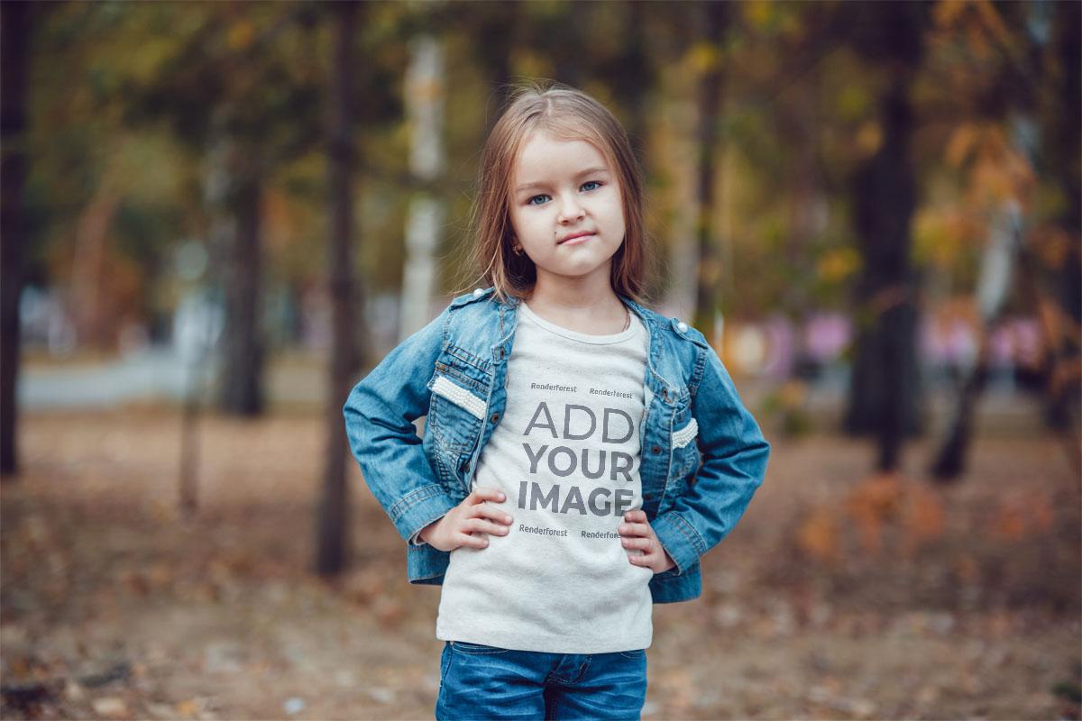 Sonbaharda Bir Parkta Küçük Kız