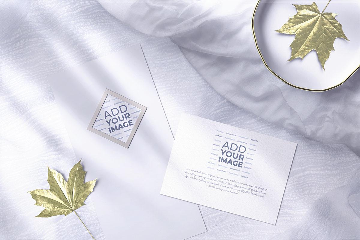 写真と結婚式の招待カード