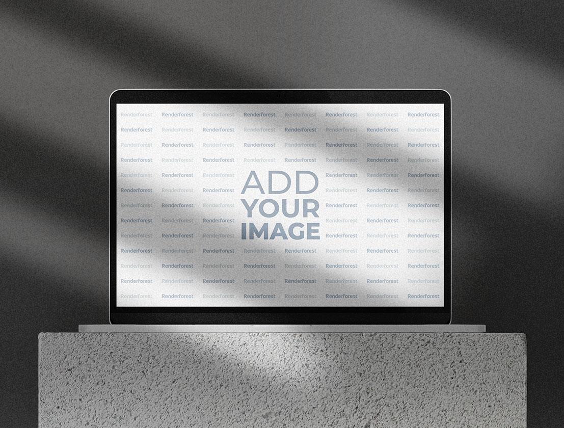 Laptop auf einem Rock Podium