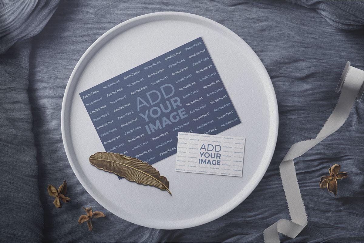 Любовные открытки на блюдце с декором