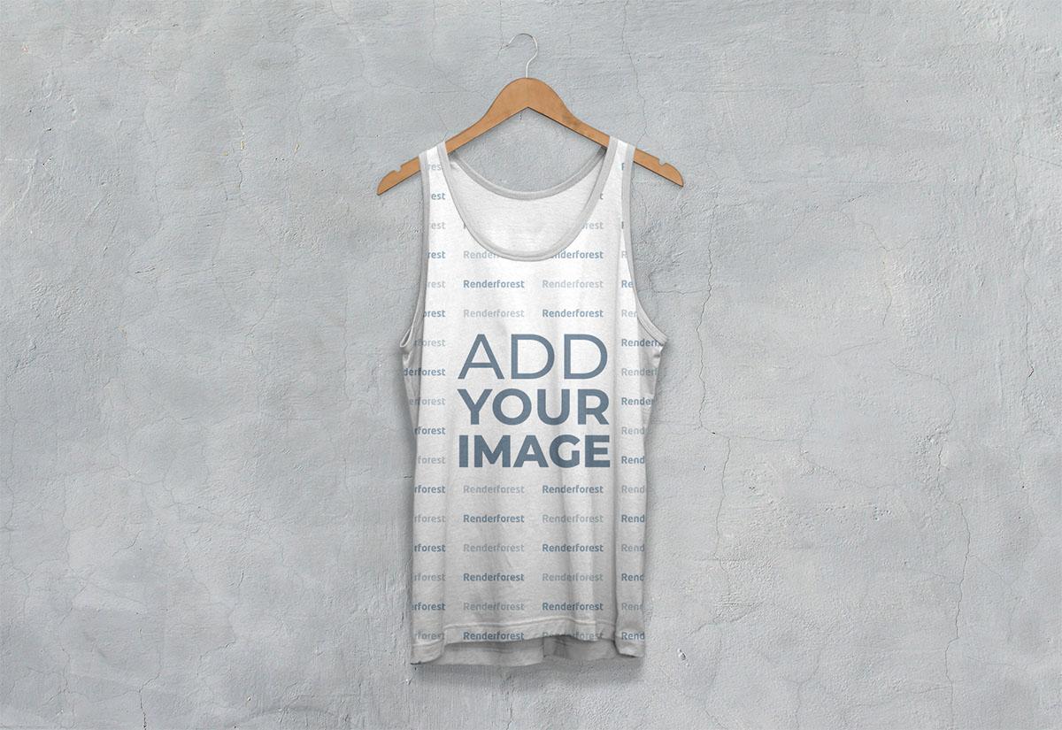 Vista frontal de camiseta atlética sin mangas en una percha