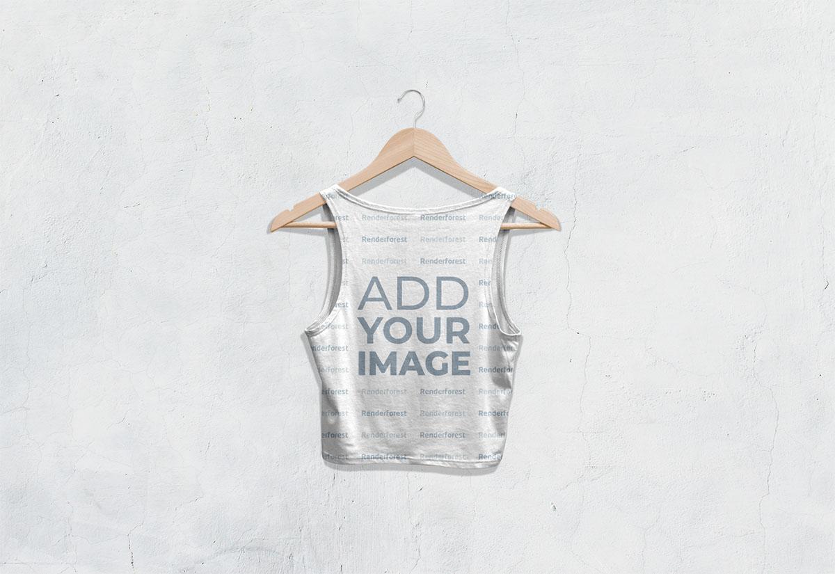 Vista posterior de camiseta corta sin mangas en una percha