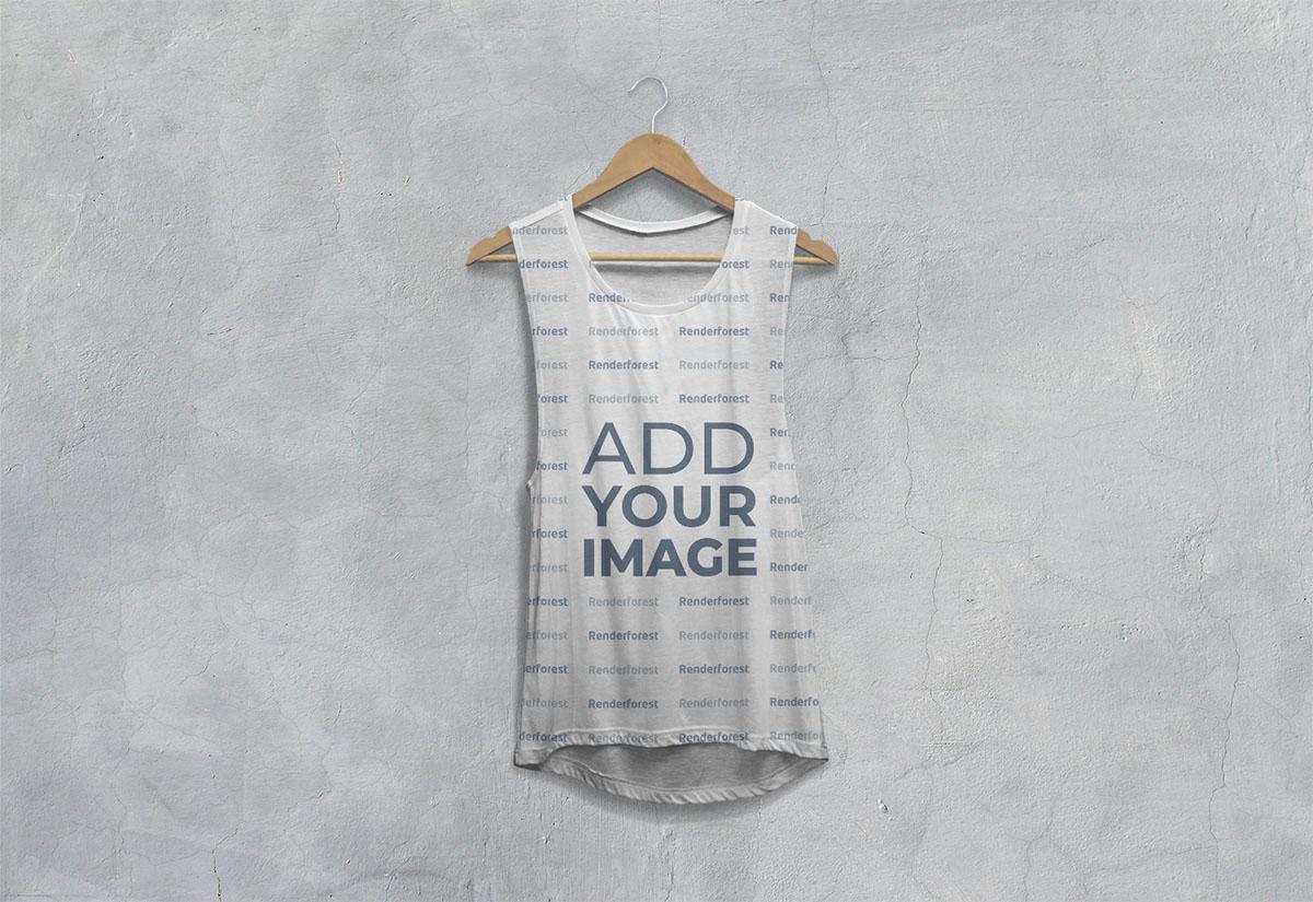 Vista frontal de camiseta caída sin mangas en una percha