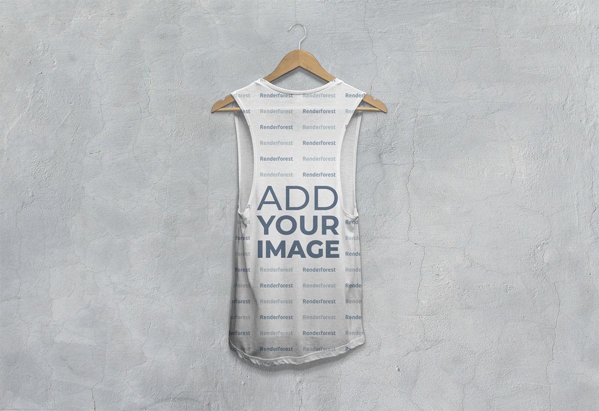 Vista posterior de camiseta caída sin mangas en una percha