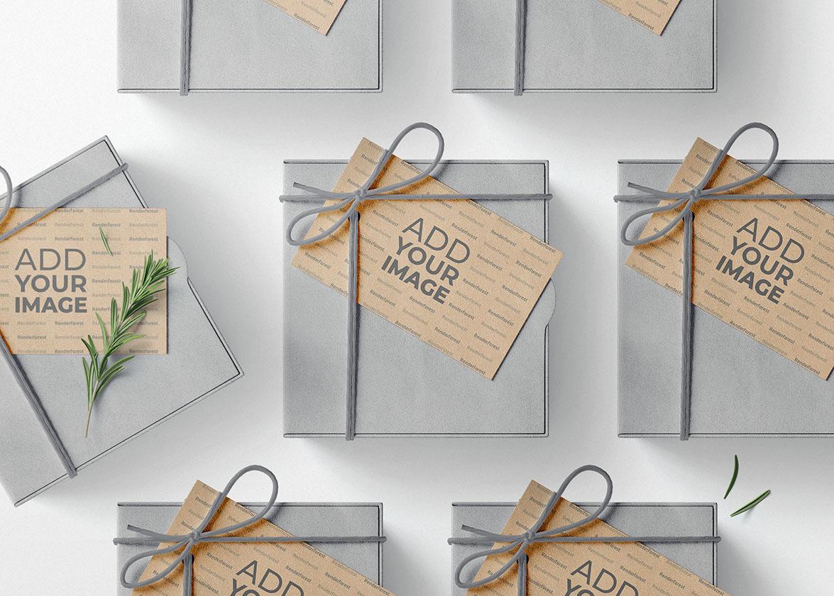 طرود الكريسماس مع بطاقات الهدايا