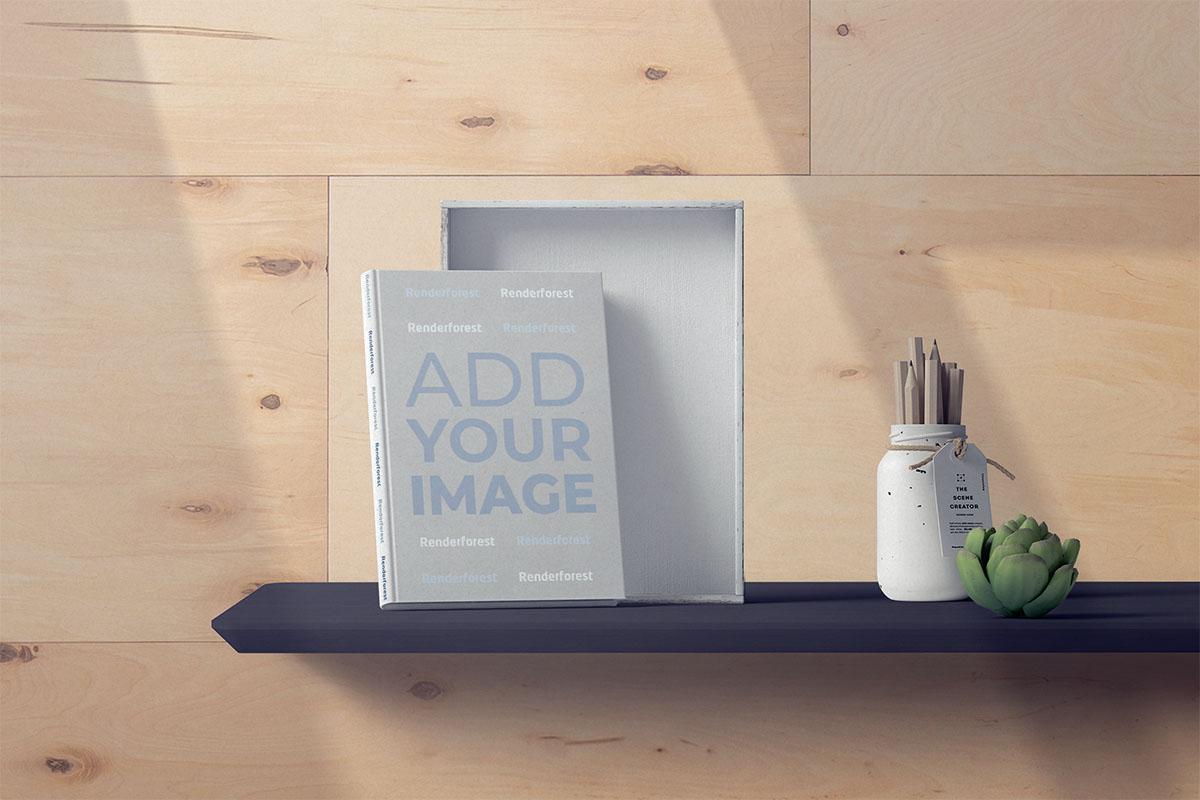 Livre à couverture rigide et porte-crayons sur une étagère