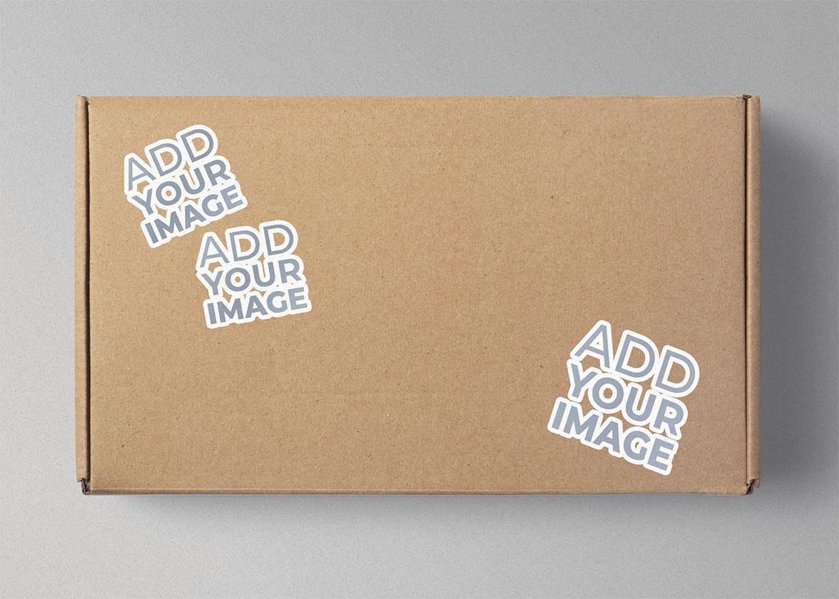 Três Adesivos em uma Caixa de Papelão