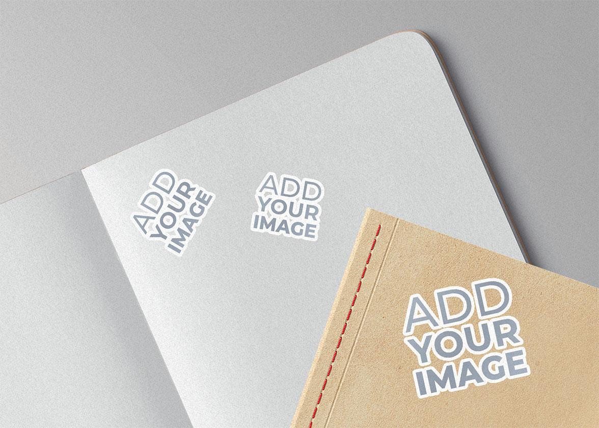 Visualização Ampliada de Adesivos em Cadernos