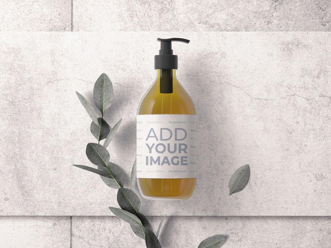Kosmetikpumpflasche mit Pflanzenzweig
