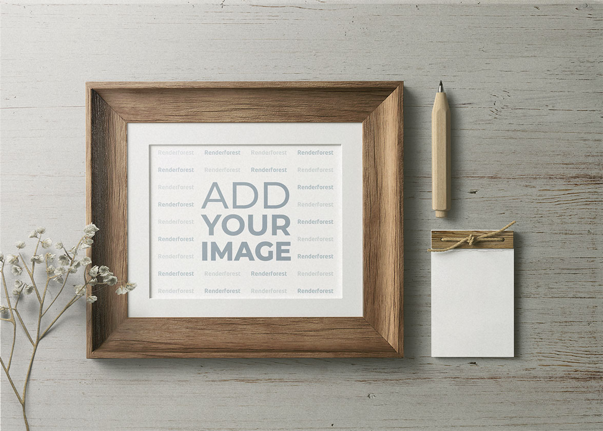 Cadre en bois avec un crayon et un carnet de notes