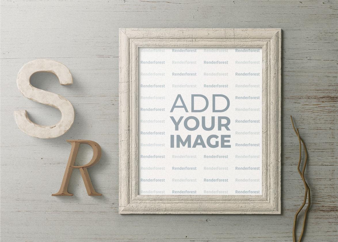 Cadre vertical en bois avec décors de lettres