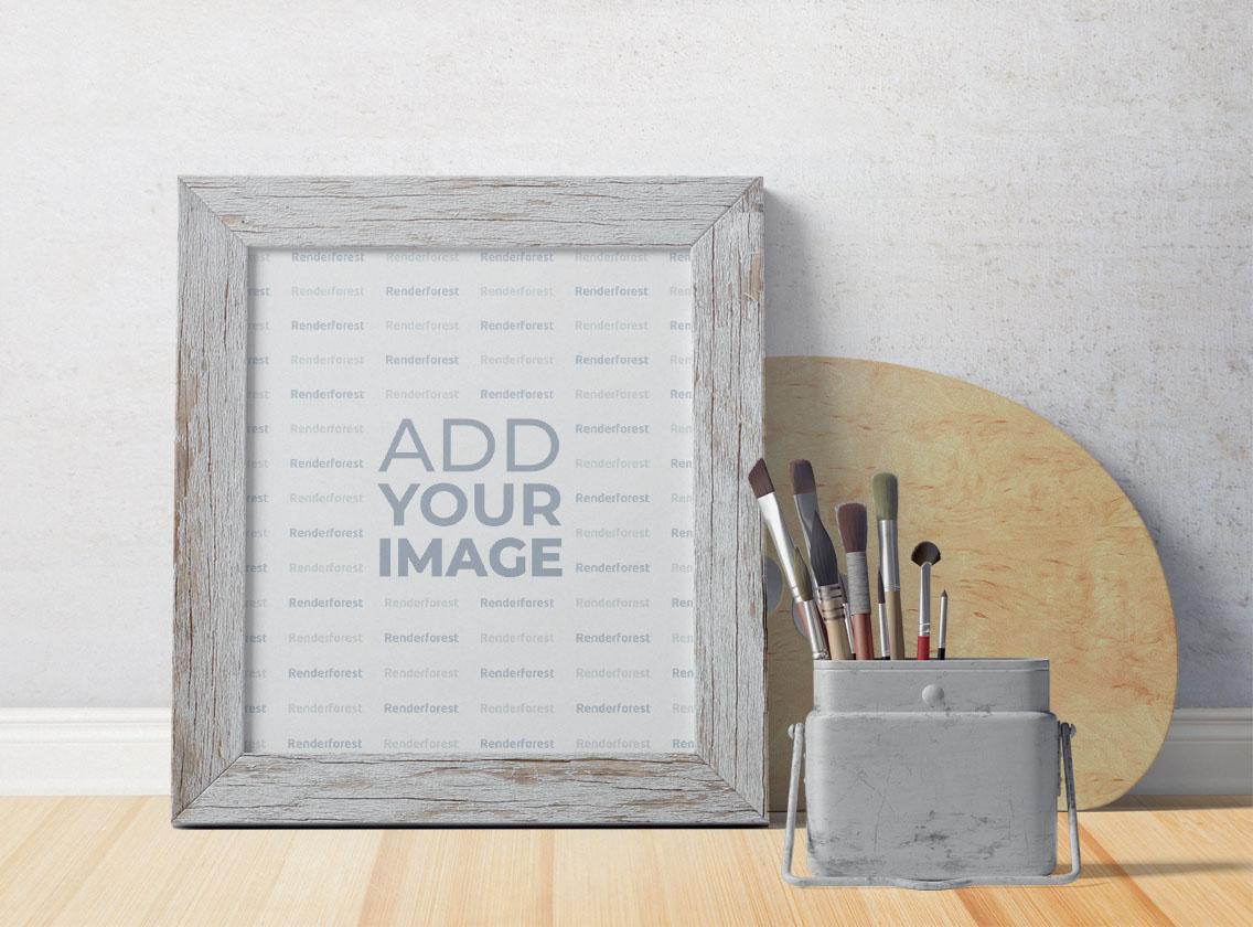 Marco de madera blanca junto a materiales de arte