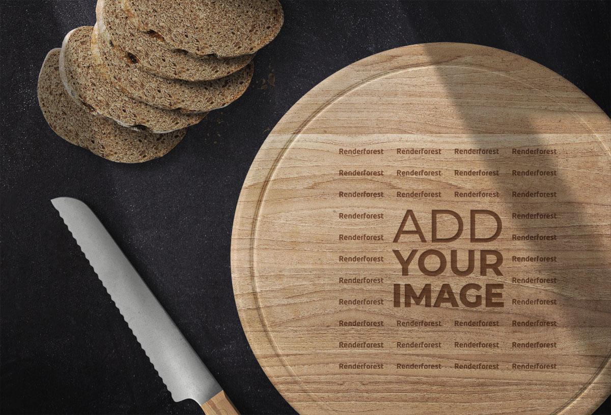 Logo sobre una tabla de cocina redonda junto a pan rebanado
