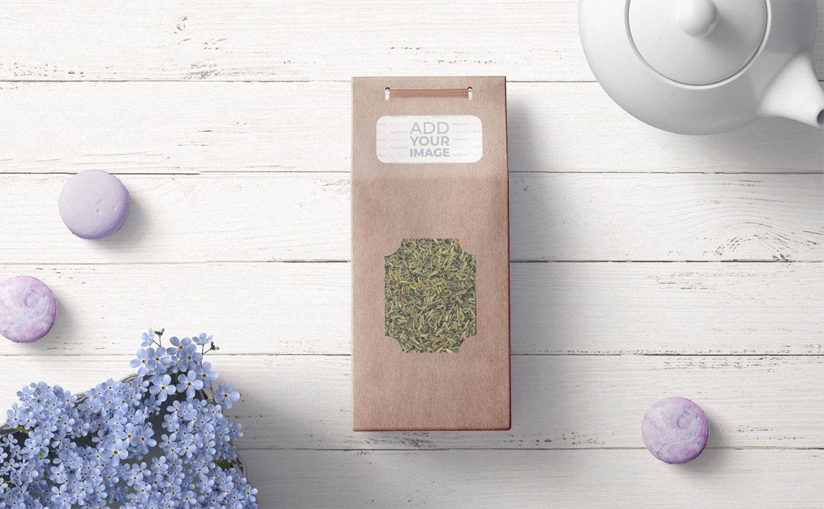 Pacote de Chá Orgânico em um Fundo de Madeira