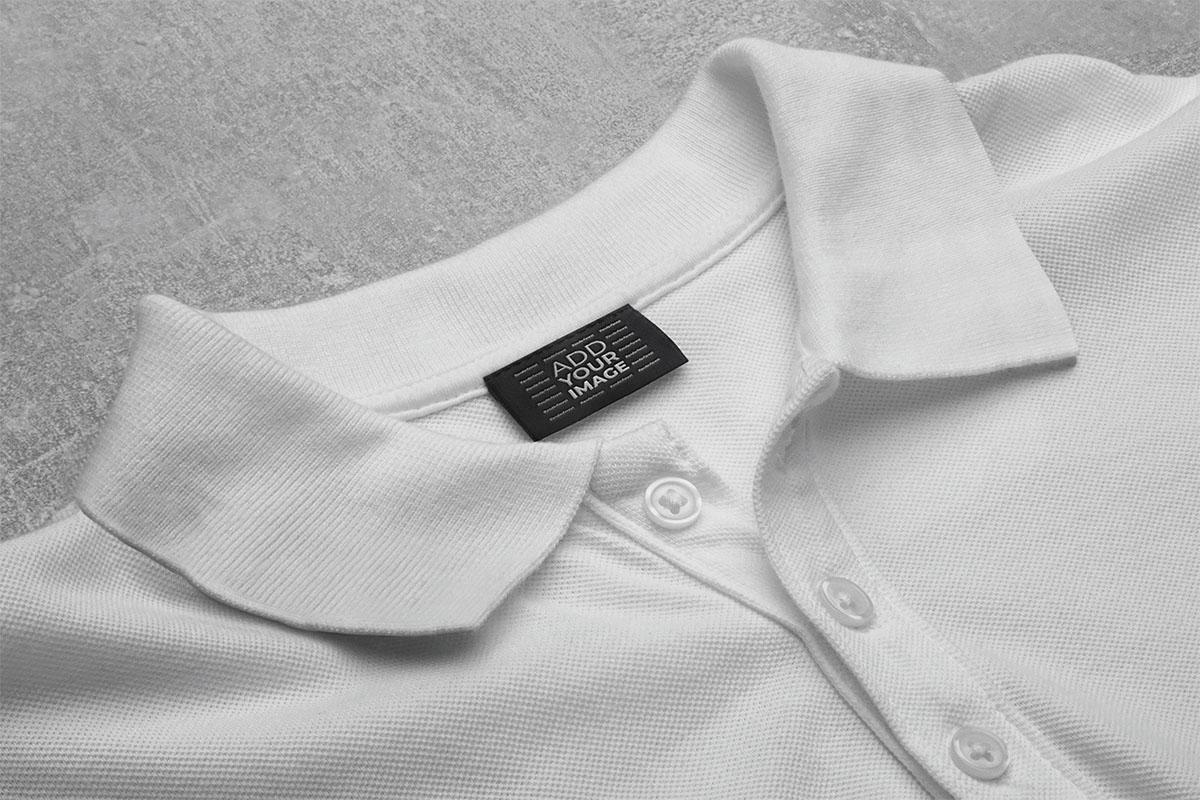 襟Tシャツのタグ