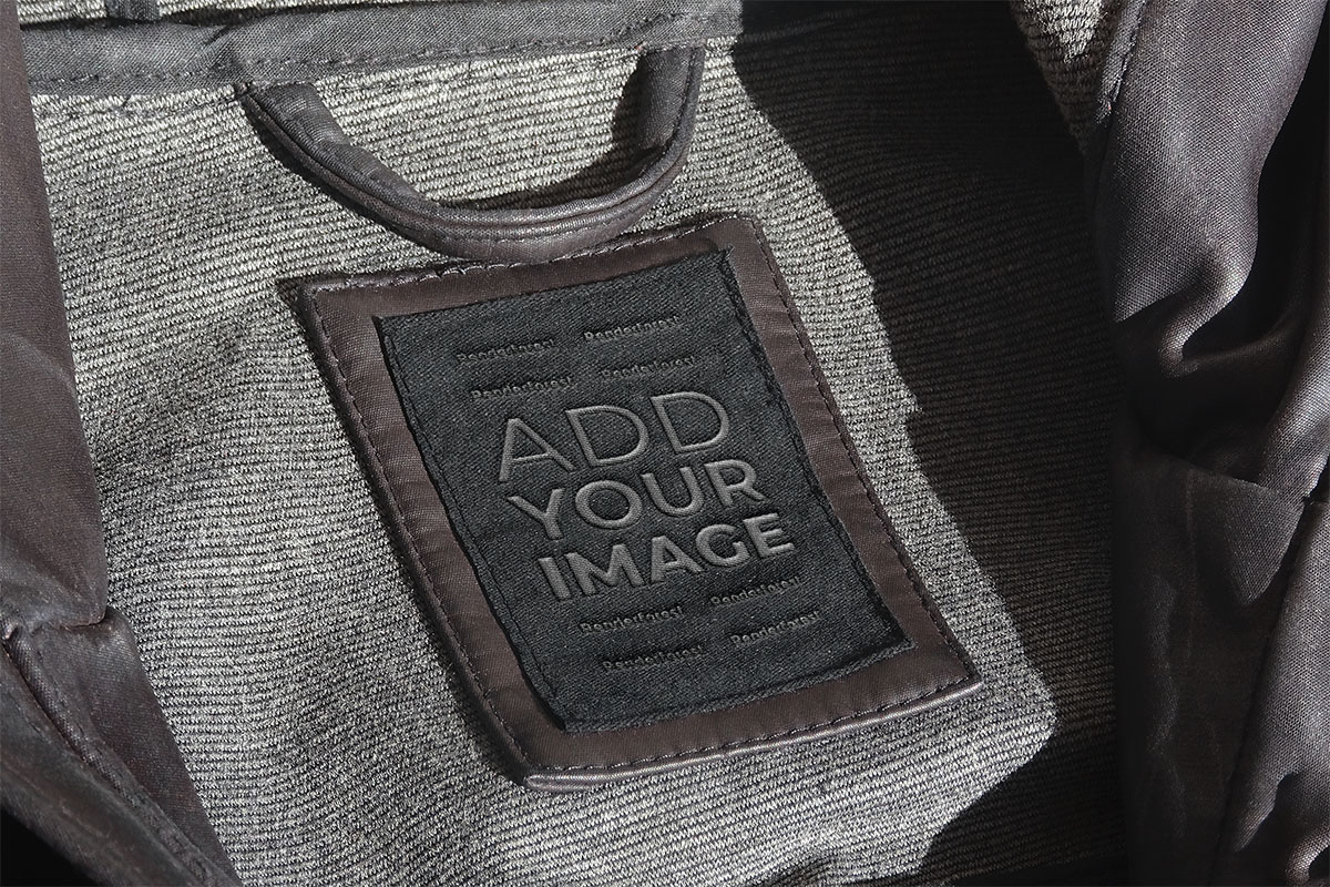 革のコートのタグの拡大図
