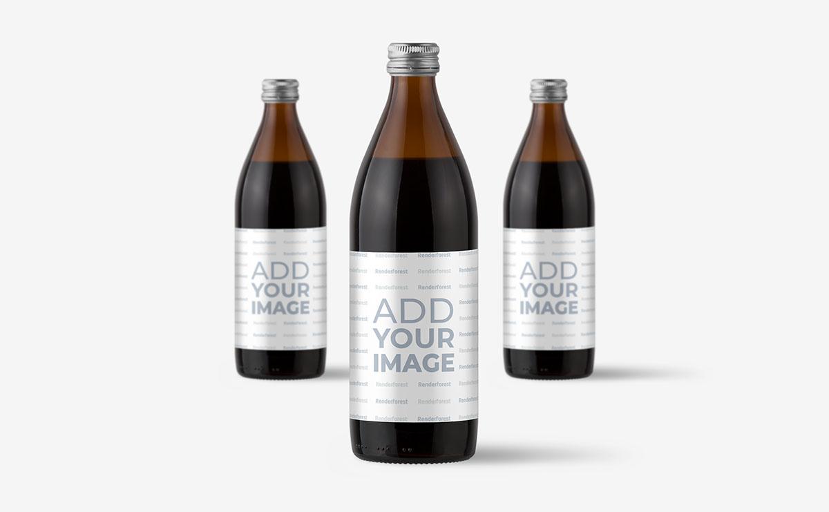 Trois bouteilles en verre sur une surface beige