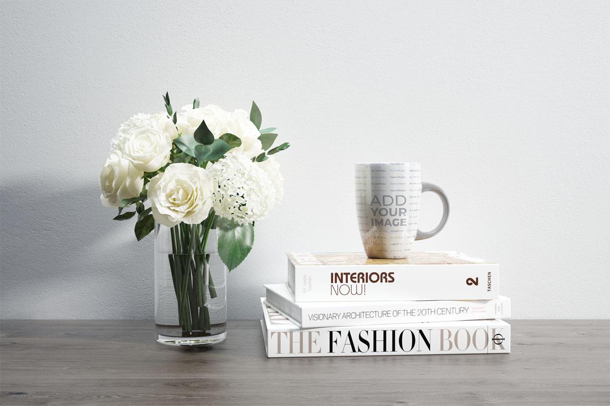 Flores y una taza con asa curva