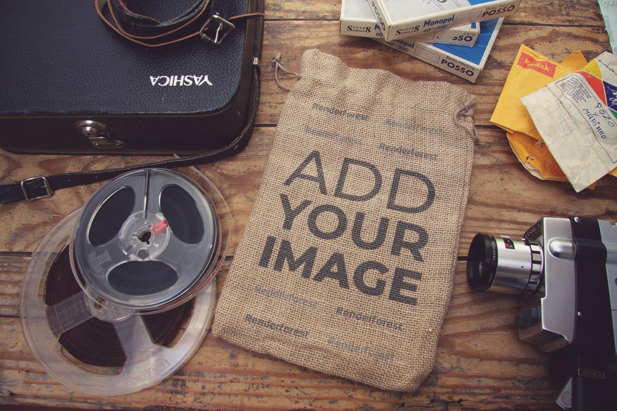 Vintage-Gegenstände auf einem Fotografentisch