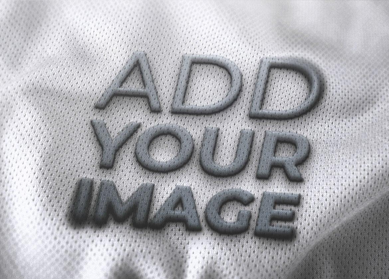 Logo en una camiseta de baloncesto