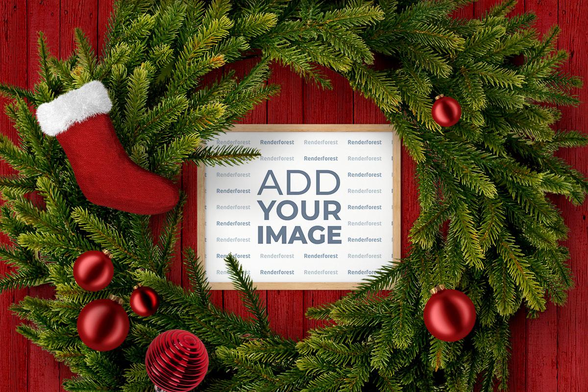 Marco de fotos dentro de una corona navideña