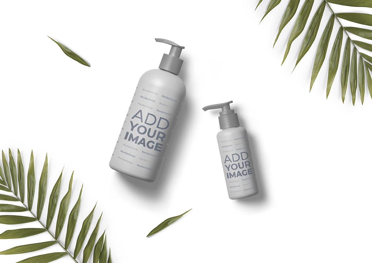 Duschgelflaschen und Palmzweige