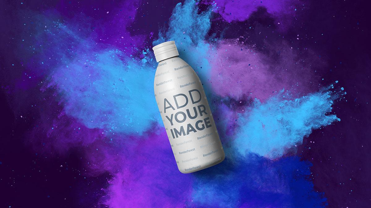 Milchflasche vor farbenfrohem, rauchigem Hintergrund