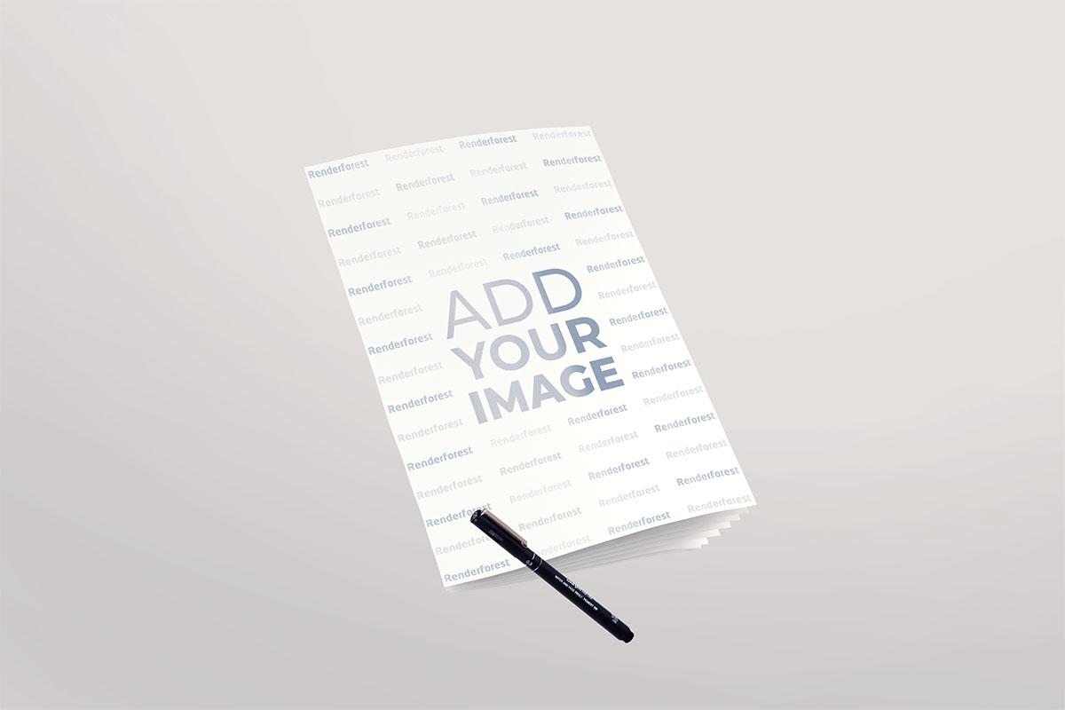 Softcover-Notizbuch und ein Stift in der Luft