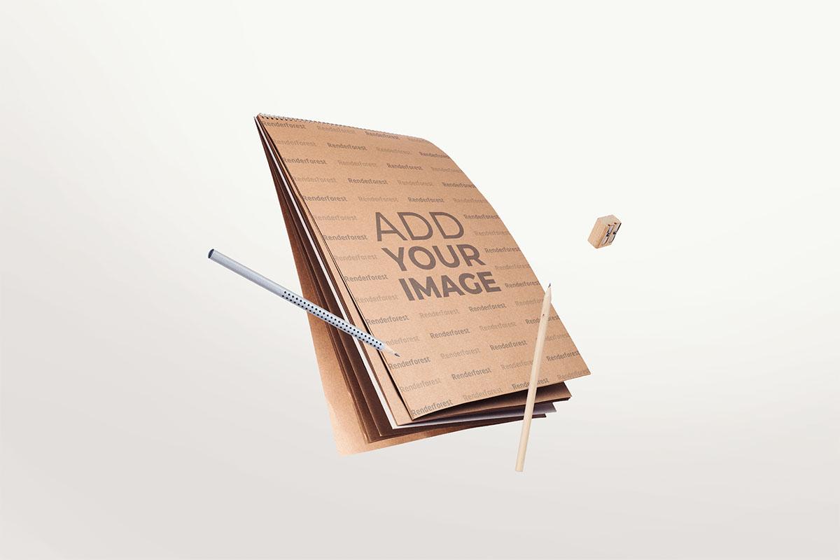Vertikales Skizzenbuch aus Karton, Bleistifte und ein Radiergummi